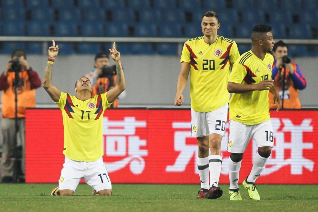 Felipe Pardo (27) celebra tras marcar el primer gol de la selección...