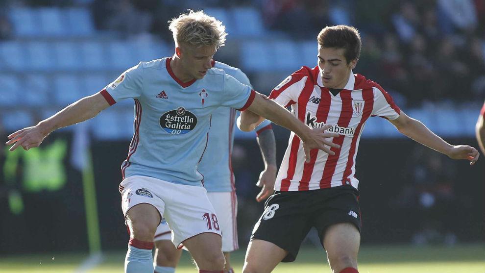 Wass (28) disputa el balón en un partido frente al Athletic.