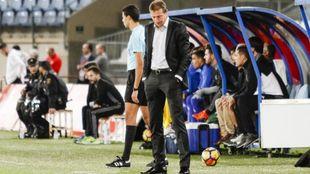 Luis Miguel Ramis (47) se muestra cabizbajo durante un partido del...