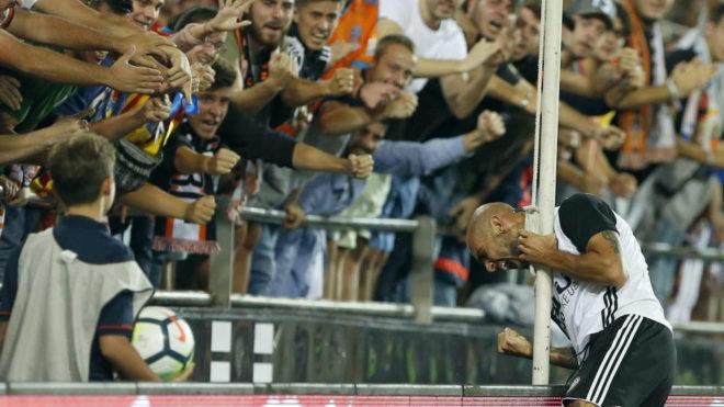 Zaza celebra un gol en Mestalla.