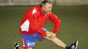 Juanele, en un entrenamiento con el Unión Deportivo Siero