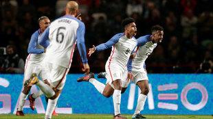 Estados Unidos celebra un gol en partido amistoso ante Portugal