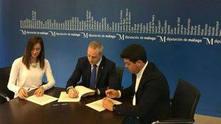 Firma en la Diputación de Málaga del protocolo de la organización...