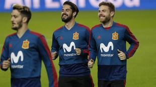 Isco e Illarramendi, durante un entrenamiento con la Selección...