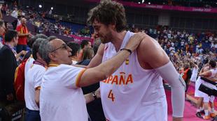 Alejandro Blanco felicita a Pau Gasol en los Juegos de Londres