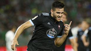 Maxi Gómez celebra un gol ante el Betis