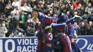 Celebración de uno de los tres goles marcados al Zaragoza en el derbi