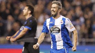 Luisinho celebra un gol con el Dépor