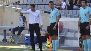 Merino dirige al equipo ante el Numancia, partido en el que sumó su...