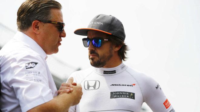 Zak Brown y Fernando Alonso.