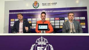 Fernando Calero, entre Carlos Suárez y Miguel Ángel Gómez