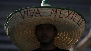 Aficionado mexicano en duelo del Tri
