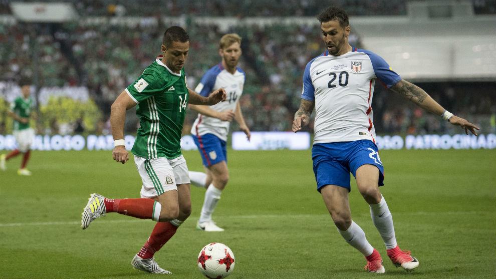 Chicharito, en un partido contra Estados Unidos.