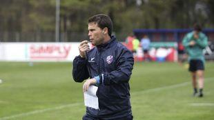 Rubi (47), durante un entrenamiento del Huesca.