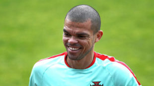 Pepe (34), en un entrenamiento de la selecci�n de Portugal