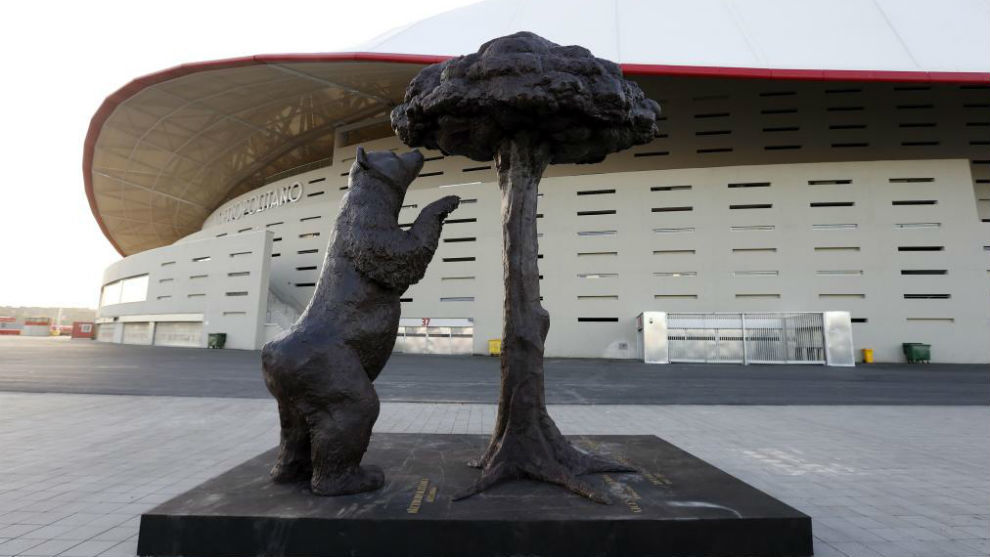 La estatua del Oso y el Madroño ante el Wanda Metropolitano.