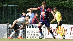 Alejo, en un partido con el Eibar en la pretemporada.