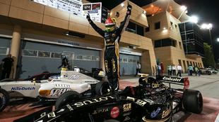 Pietro Fittipaldi festeja tras la carrera en Bahrein.
