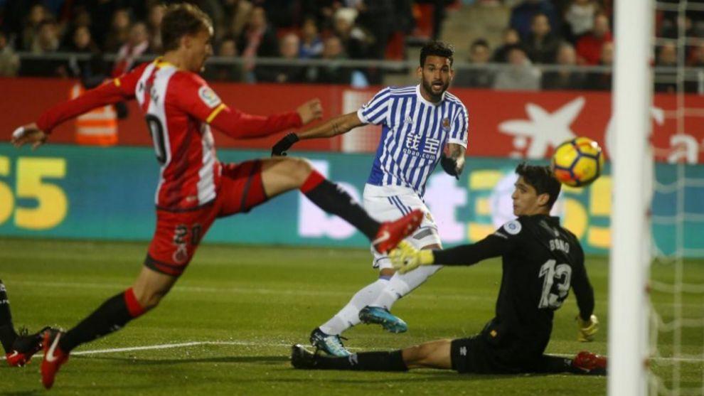 Willian José en el momento del gol
