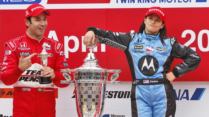 Danica Patrick celebra su victoria en Japón 2008