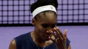 Venus Williams lamentándose tras una derrota en la pista