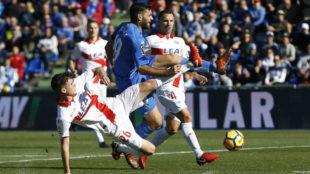 Di�guez comete sobre Jorge Molina el penalti que supuso el 2-0.