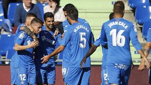 Los jugadores del Getafe celebran un gol ante el Alavés