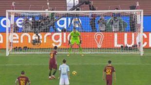 Horchata en las venas: ¡Perotti repitió su 'penalti parado' en el derbi de Roma!