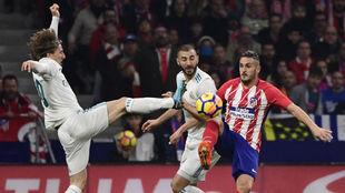 Koke, ante Modric y Benzema.