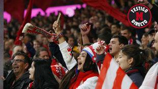 La afición del Atlético en el Wanda durante el derbi.