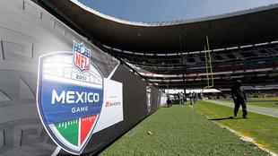 Panorámica del Estadio Azteca previo al partido entre Raiders y...
