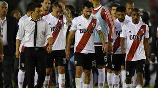 Los jugadores de River al acabar el encuentro ante Boca en la anterior...