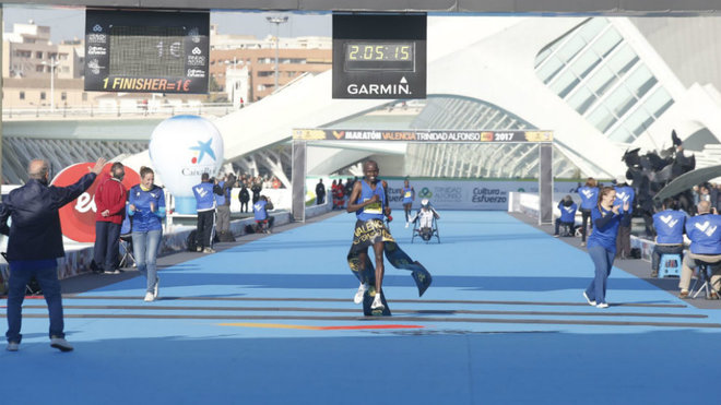 Kitwara se impone en el Maratón de Valencia