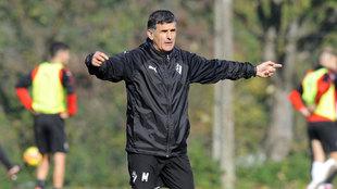 Mendilibar dirige un entrenamiento del Eibar.