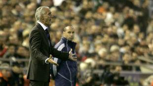 Rubén Uría da indicaciones durante un encuentro.