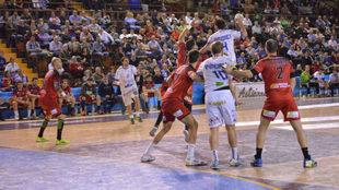 Un momento del Ademar León - Huesca