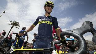 Esteban Chaves en la salida de. una etapa de la Vuelta a España 2017.