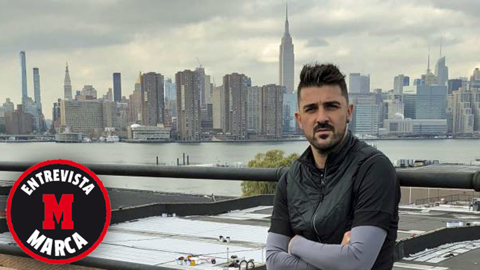 Villa posa para MARCA con Manhattan al fondo.