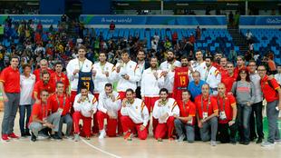 La selección española con el bronce conquistado en los Juegos de...