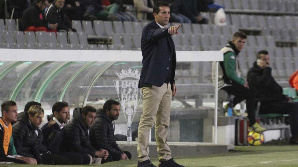 Juan Merino (47) durante un partido del Córdoba este curso.