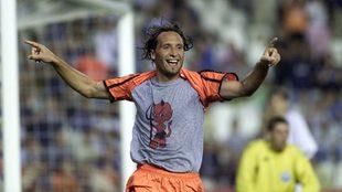 Rufete celebra un gol con el Valencia durante su etapa como jugador