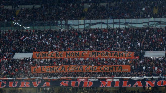 Panorámica del estadio de San Siro en un partido del Milan.