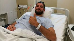 Antoine Diot, tras ser operado de su lesión en la rodilla.
