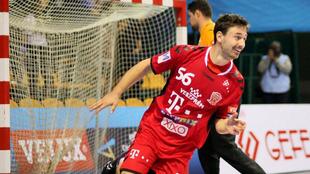 Mate Lekai durante un partido con el Veszprém