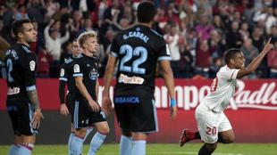 Luis Muriel celebra un gol en la victoria (2-1) del Sevilla sobre el...