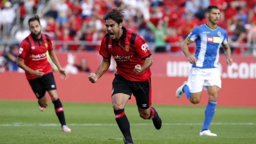 Abdón Prats celebra un gol ante el Hércules.