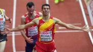 Adel Mechaal gana la final de los 3.000 metros en el Europeo Indoor de...