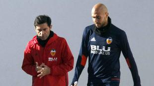 Zaza y Marcelino dialogan durante un entrenamiento.