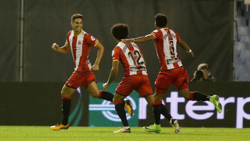 Juanpe celebra un gol del Girona con sus compañeros.
