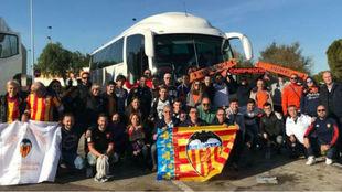 Afición del Valencia CF en el viaje a Cornellà El Prat
